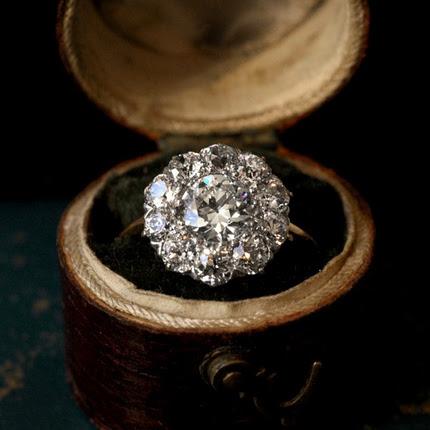 Кольцо с большим бриллиантом фото