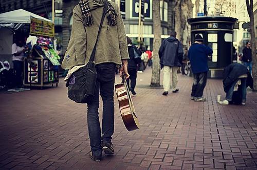 Фото Парень с гитарой