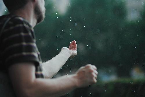 ловить дождь руками