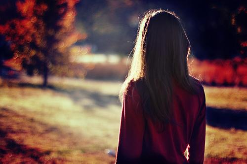 девушка со спины осенью фото на аву для