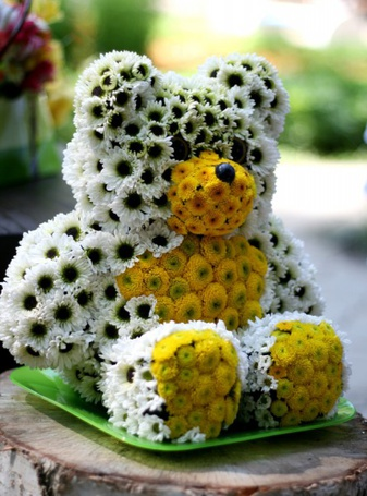 Фото Медвежонок из ромашек сидит на столе (© pomawka811), добавлено: 02.01.2012 11:46