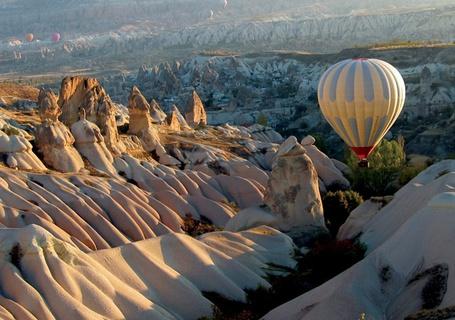 Фото Воздушные шары в горах (© DashaV), добавлено: 02.01.2012 13:55