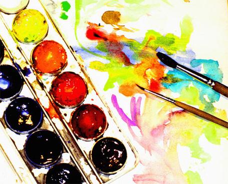 Фото Палитра акварельных красок , рядом лежат кисточки, одна большая другая маленькая (© lemon), добавлено: 05.01.2012 03:14