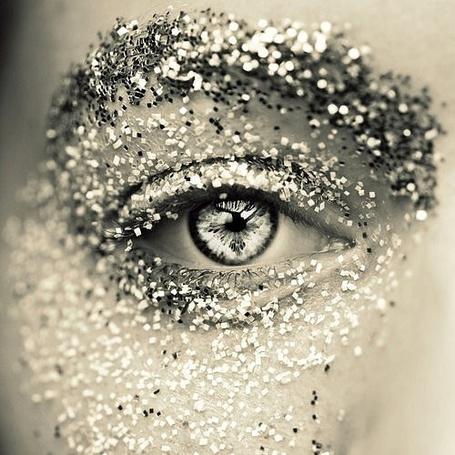 Фото Лицо девушки в серебряных блестках (© Радистка Кэт), добавлено: 05.01.2012 07:31