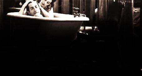 Фото Девушка нежно ласкает парня, оба устроились в ванне (cherry beckett) (© Anatol), добавлено: 06.01.2012 19:25