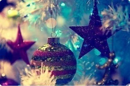 Фото Новогодние игрушки на белой елке (© Капитошка), добавлено: 07.01.2012 00:41
