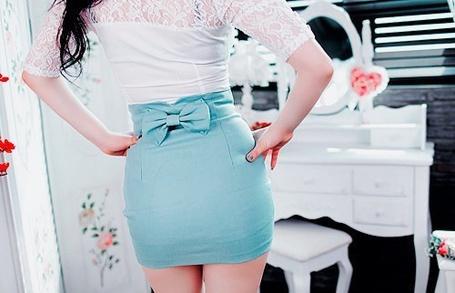 Фото Девушка в голубой юбке и белой блузке (© Капитошка), добавлено: 07.01.2012 00:43