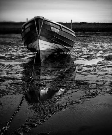 Фото Лодка стоит в грязи (faithful, (Mark Nelson)) (© Radieschen), добавлено: 07.01.2012 08:49