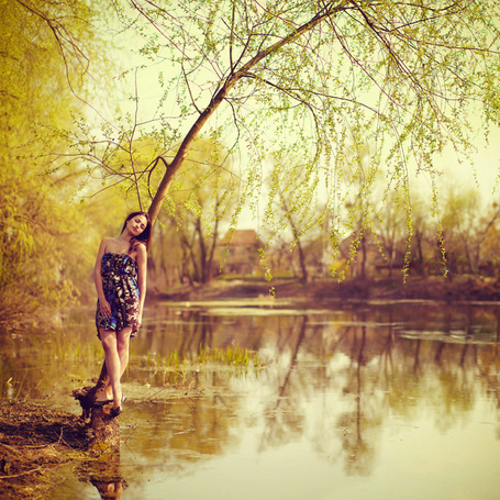Фото Девушка у воды (© Mary), добавлено: 14.01.2012 23:24