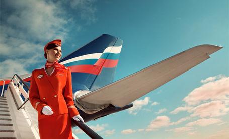 Фото Улыбающаяся стюардесса на фоне хвоста самолета (2012 Аэрофлот. Andrey Yakovlev & Lili Aleeva) (© Radieschen), добавлено: 15.01.2012 12:29