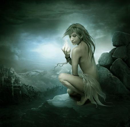 Фото Девушка с волшебным огнём в руке