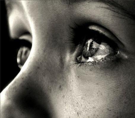 Фото Слезы на глазах у девочки