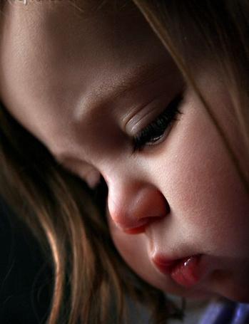 Фото Грустная малышка