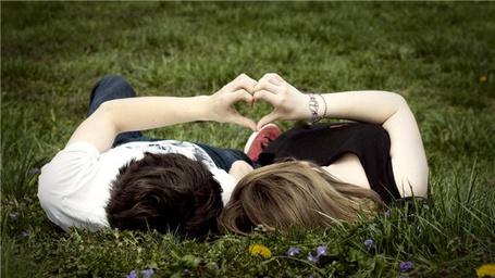 Фото Парень и девушка лежат на траве (© Штушка), добавлено: 20.01.2012 22:10