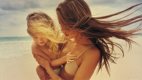 Фото Девушка с ребенком (© Mary), добавлено: 23.01.2012 01:18