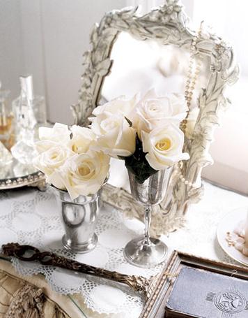 Фото Красивое зеркало и белые розы (© Штушка), добавлено: 28.01.2012 23:56