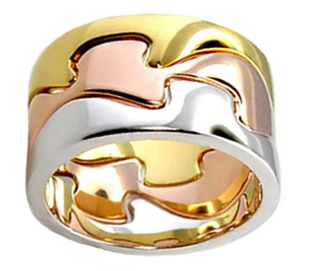Фото Кольцо из золота и стекла  (© BRODJaGA), добавлено: 29.01.2012 10:50