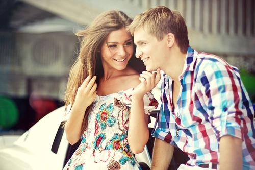 Фото счастливые парень и девушка у