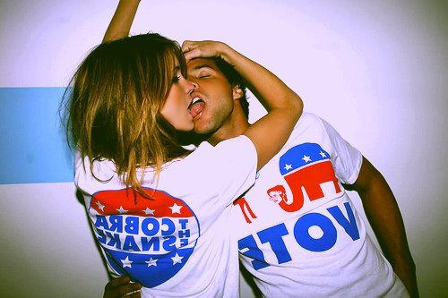 Если две девушки целуются