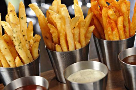 Фото Картошка-фри и разные соусы