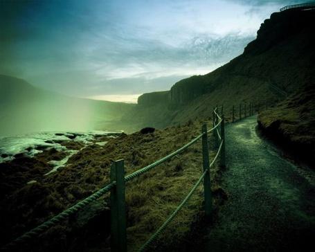 Фото Дорога вдоль туманных гор (© Флориссия), добавлено: 06.02.2012 12:26