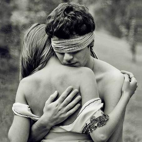 Фото голых девушек с завязанными глазами28