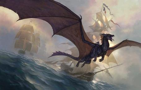 Фото Дракон на ровне с короблями