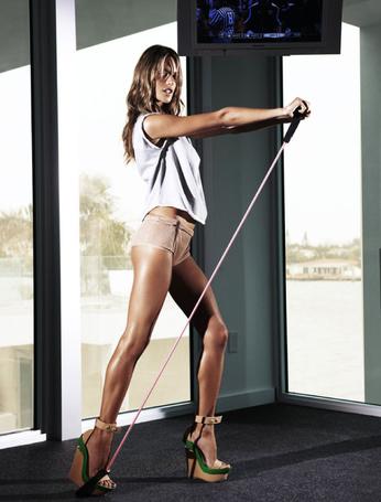 Фото Девушка решила заняться спортом не снимая каблуки , фотограф David Burton