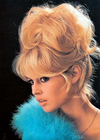 Фото Фото Бриджит Бардо / Brigitte Bardot с голубыми перьями (© Анютка765), добавлено: 12.02.2012 15:34