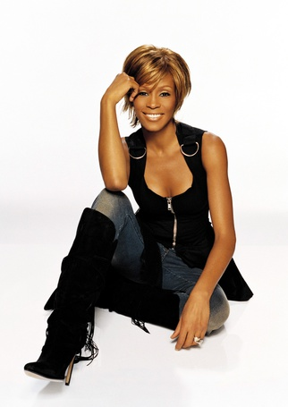 Фото Фото Уитни Хьюстон / Whitney Houston сидит в джинсах и черных сапогах (© Анютка765), добавлено: 12.02.2012 18:53