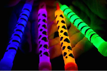 Фото Разноцветные ручки-фонарики в ладонях (© Кофе мой друг), добавлено: 13.02.2012 21:22