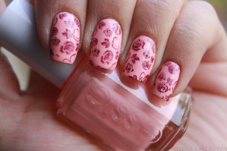 Фото Красивые ногти с розами в виде рисунка (© Феминистка), добавлено: 15.02.2012 14:46