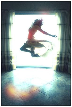 Фото Девушка в прыжке (© Флориссия), добавлено: 16.02.2012 20:35
