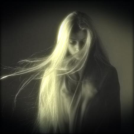 Фото Девушка с длинными белокурыми волосами в прозрачной накидке (© Флориссия), добавлено: 18.02.2012 16:21