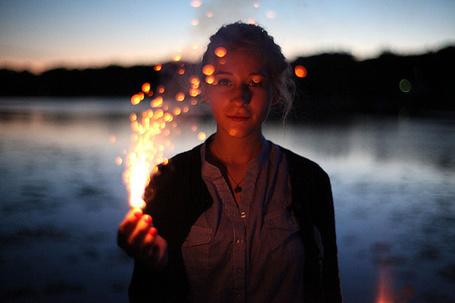 Фото Девушка пускает огонь (© lemon), добавлено: 21.02.2012 00:50