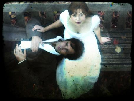 Фото Муж положил голову на колени своей жене