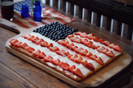 Фото Торт с кремом, клубникой и черникой в виде американского флага (© Кофе мой друг), добавлено: 23.02.2012 18:20