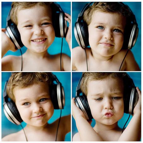 Фото Мальчик слушает музыку