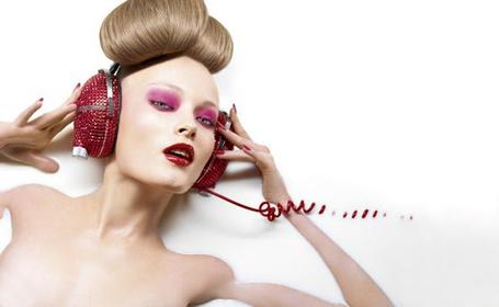 Фото Гламурная девушка в наушниках (© Anatol), добавлено: 26.02.2012 17:48