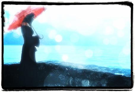 Фото Девушка в чёрном платье с красным зонтом стоит возле реки (© Флориссия), добавлено: 28.02.2012 13:48