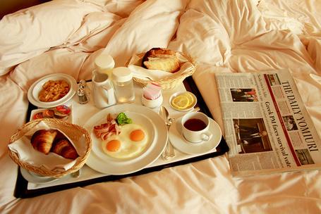 Фото Завтрак и газета в постель (© StepUp), добавлено: 29.02.2012 10:34