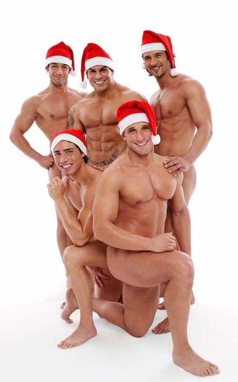 Фото Пять голых парней в шапках Санта Клауса.