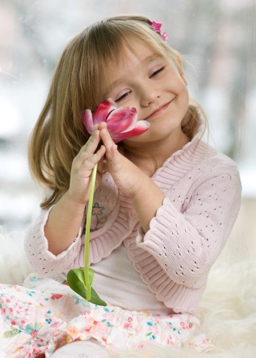 Живые открытки, картинки девочка с тюльпанами
