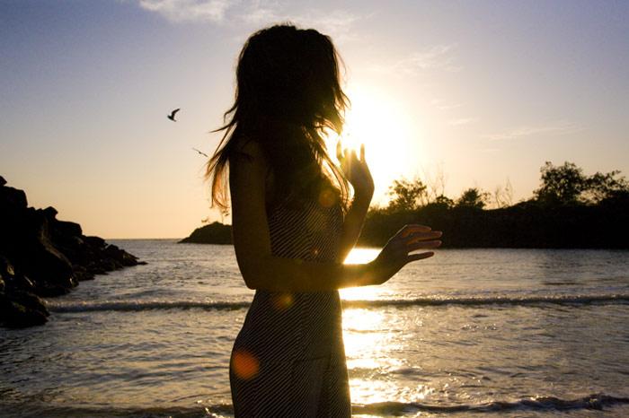 Девушка на берегу моря
