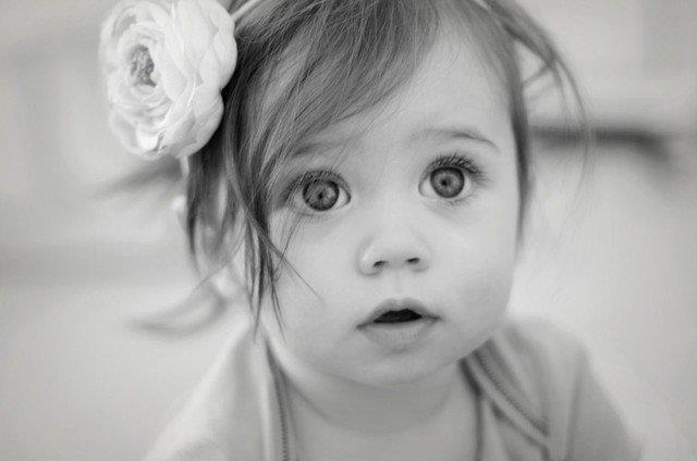 Фото Маленькая девочка с цветком на ...: photo.99px.ru/photos/47379