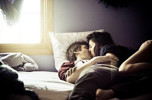 Пара в кровати фото