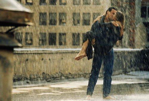 Фото парень и девушка целуются под