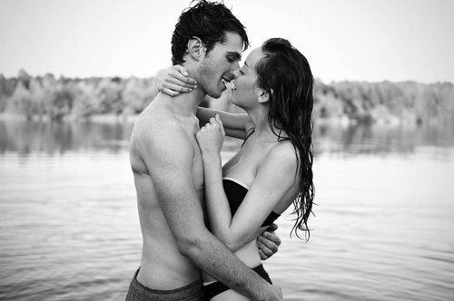 seks-seksualnie-devushki-s-parnyami-v-vode-porno-sluchaynoe