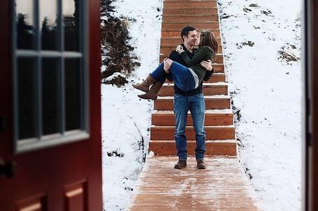 Фото Парень держит девушку на руках (© Mary), добавлено: 01.03.2012 14:02