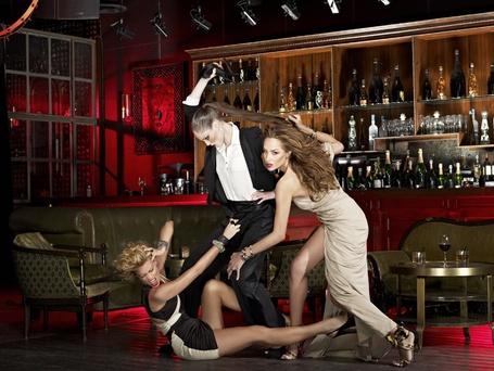 Фото Девушки дерутся в баре (© Mary), добавлено: 02.03.2012 19:08
